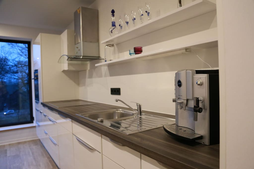 Die Küche mit Blick auf die Wallanlage