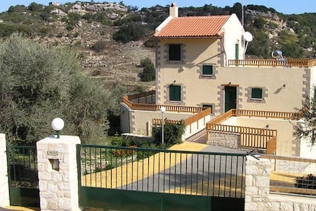 Villa Fouli, Private Villa & Pool  (2 adult) - Kaloniktis - Vila