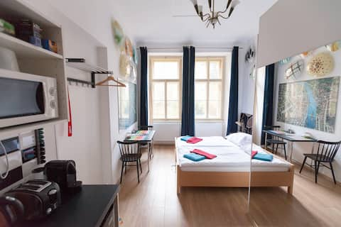 [4] flexible twin beds / kitchenette / bathroom