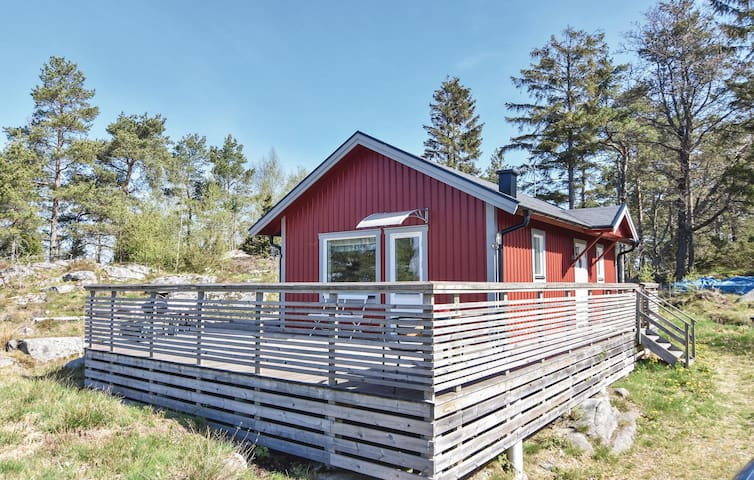 Holiday cottage with 2 bedrooms on 52 m² in Hålanda