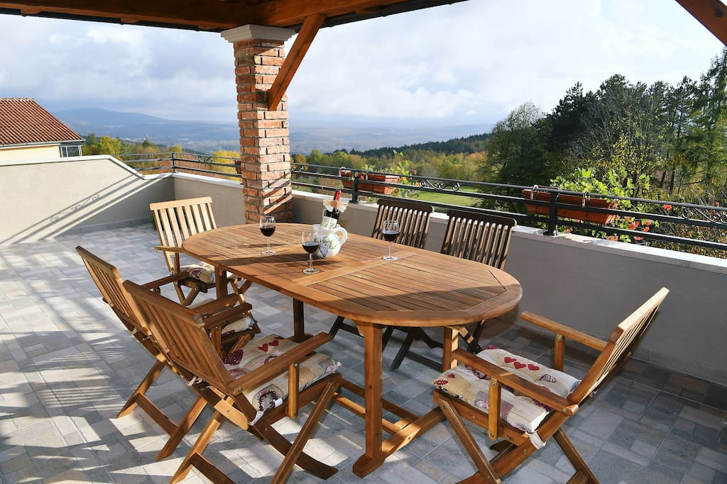 The terrace 25 m2 overlooking the Kvarner bay