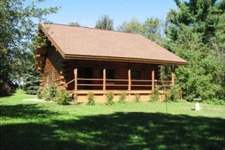 Beautiful New Log Home on 20 Acres - Evart - 獨棟