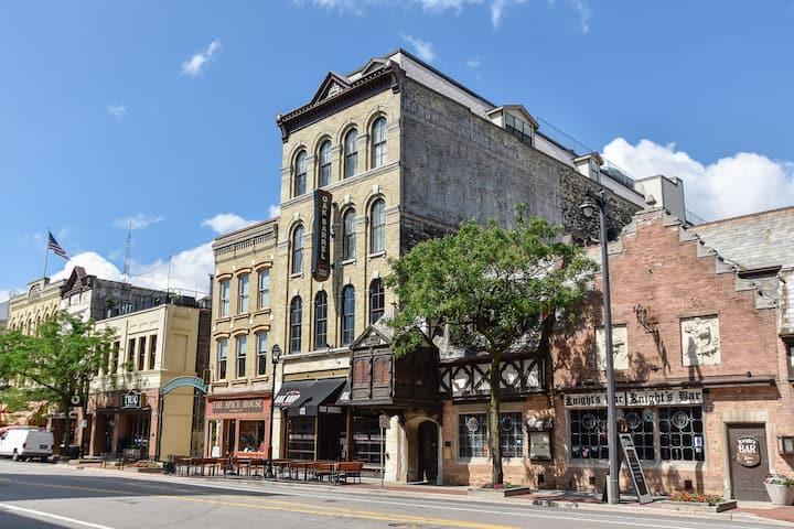 3rd St Downtown Milwaukee (Fiserv Forum)