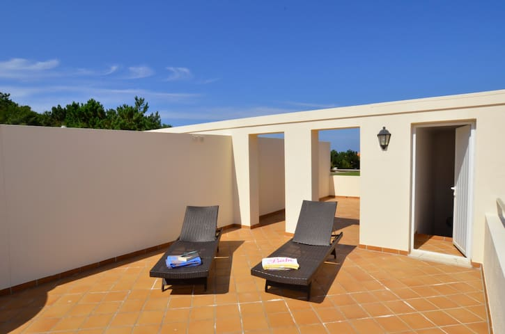 Large apartment with private sunny roof terrace - Amoreira - Apartment