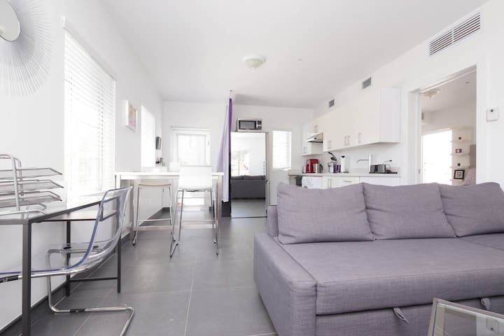 Modern 1 Bedroom 1 minute from Lincoln Road Mall