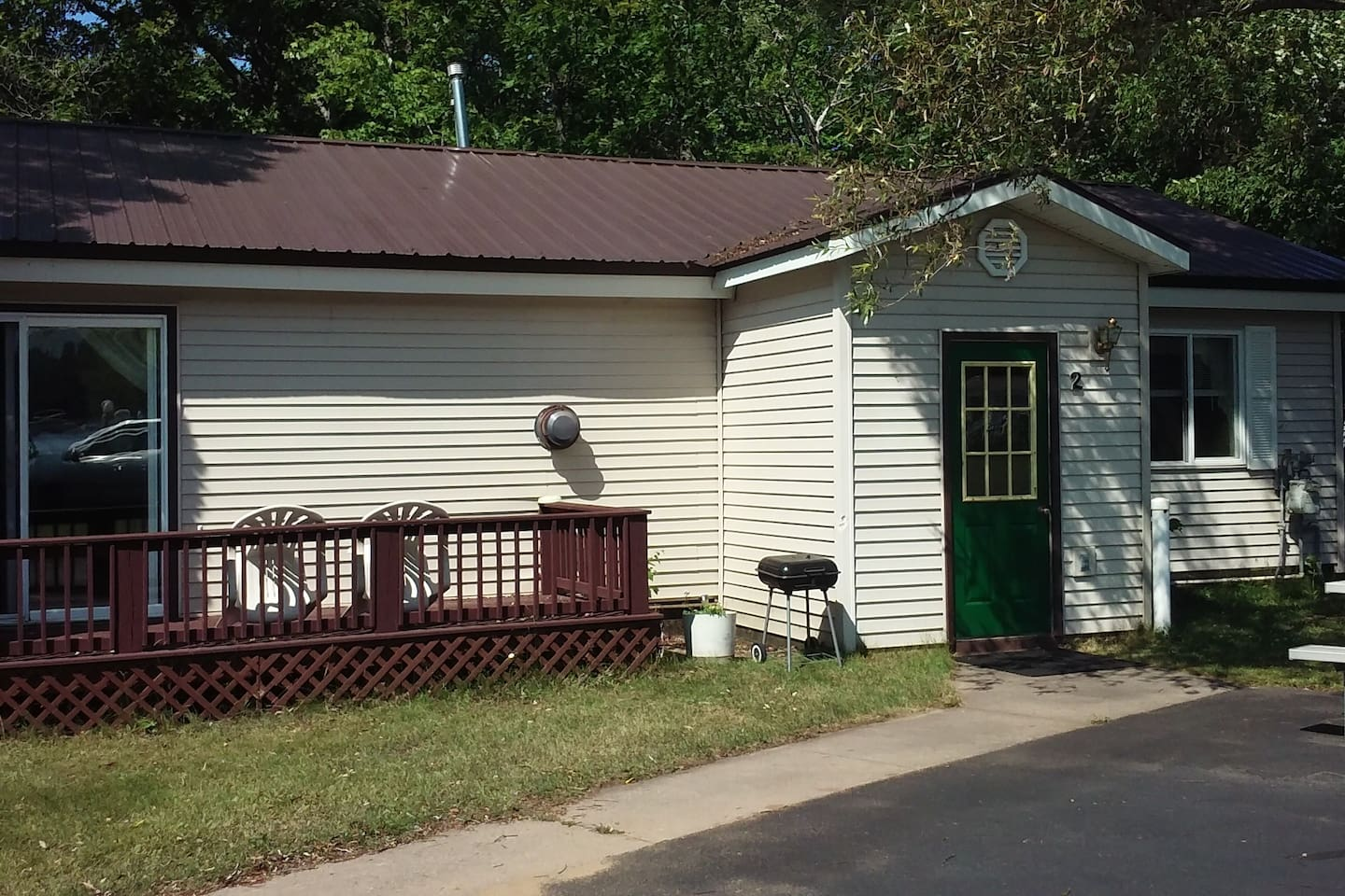 Lakeside Cottage #2. 3 bedrooms,  5 beds, 6 people