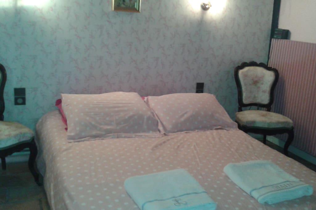 chambre lit 1,40