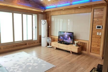 안동 가족여행(3룸. 넓은거실1, 방2)전체사용-30평 셀프체크인