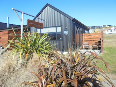 Big Sky Apartment, Lake Tekapo: sunny and central
