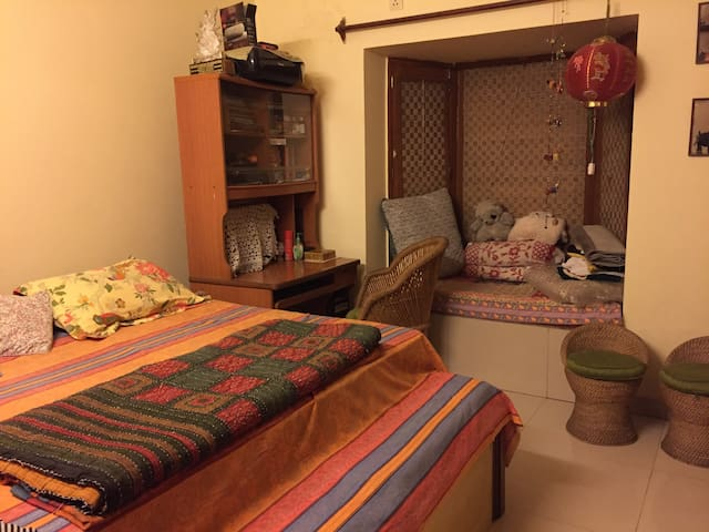 Next door to 400 acres of forest in South Delhi - New Delhi - Appartement