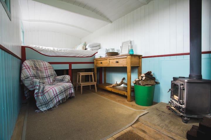Apple Shepherd Hut - Slane