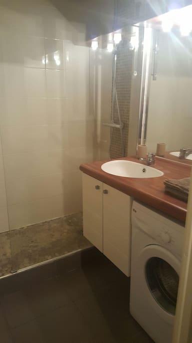 douche à l'italienne lave linge Wc séparé