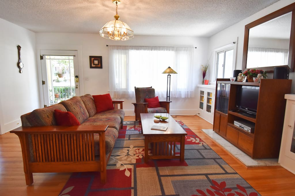 Handsomely furnished with Craftsmans style furniture in a comfortable Californian home full of ambience and warmth.