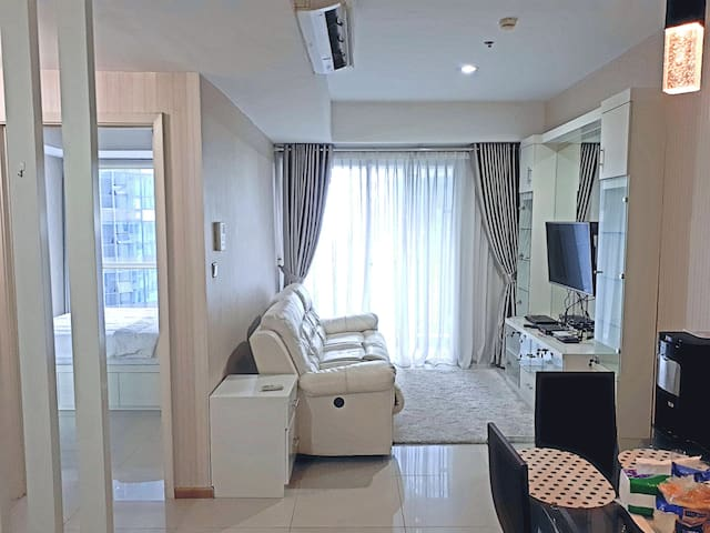 Casa Grande Cozy 2BR Free Wifi, at Mall Kasablanka