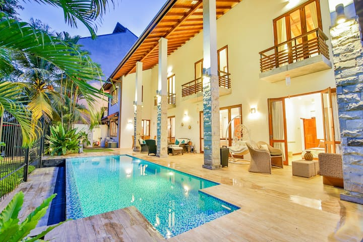 Villa Seedevi - Colombo: Luxury Waterfront Villa