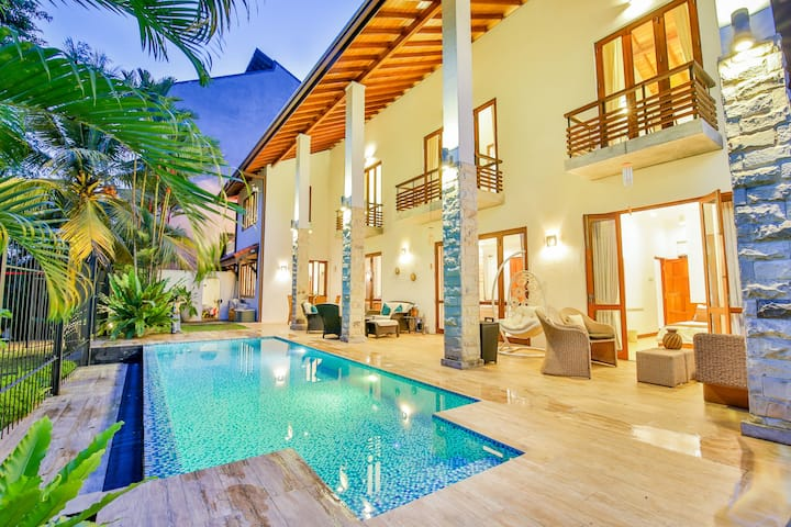 Villa Seedevi - Colombo: Luxury Waterfront Villa