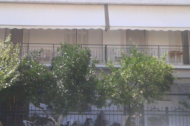 Πρόσοψη Κτιρίου - [Outside Front View of the Appartment]