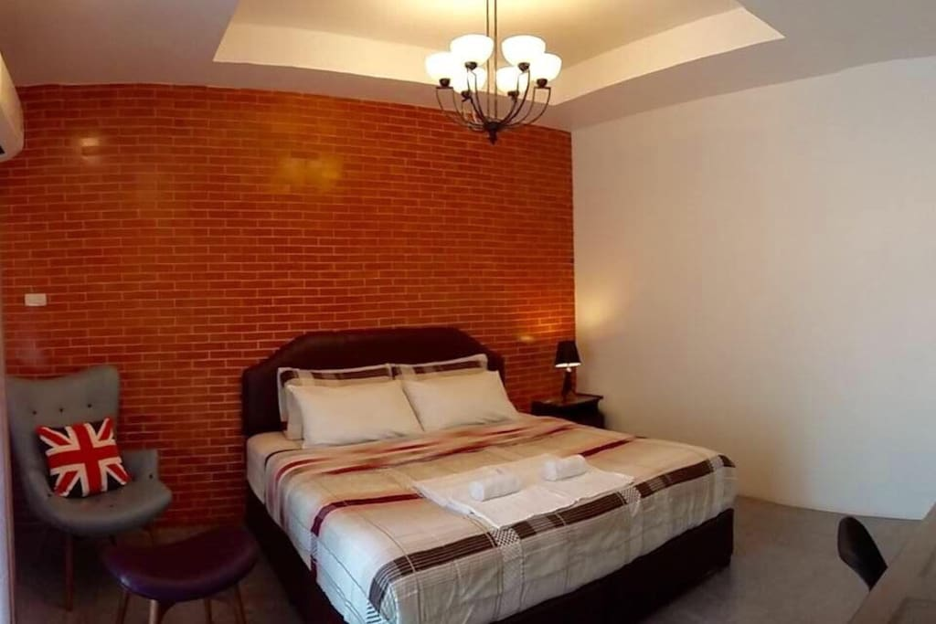 Standard room no.3 is on the third floor. Bed is 6 feet (King size),1 bathroom and 1 terrace.