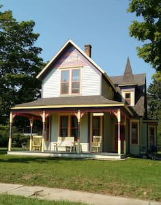 Victorian House near Lake Michigan - Elberta - Dom