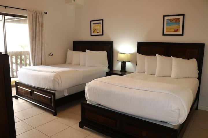Cozy condo in Tiki complex with private beach access #212