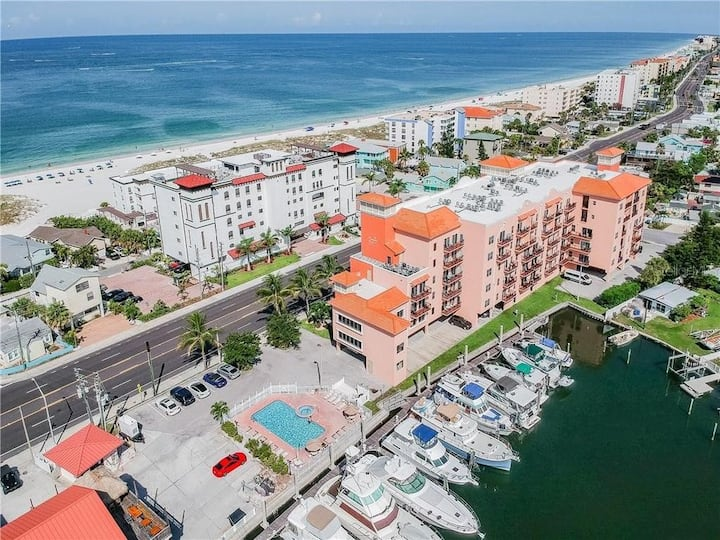 Perfect Beach Condo!  Steps from beach and dining!