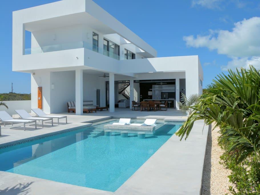White Villas: Luxury Indoor / Outdoor Living
