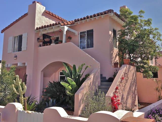 Hip, Quiet San Diego Hillcrest apartment #4