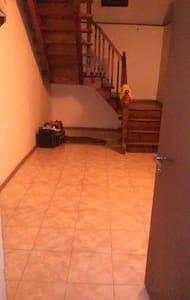 Se alquila casa entera. De tres pla - Tbilisi