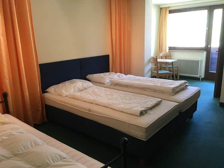 Zimmer für 3 Personen im 2. Stock (Z12)