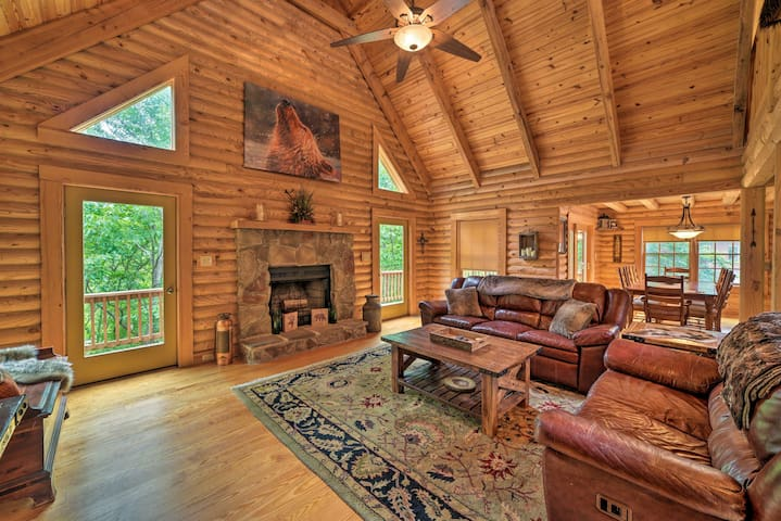 'Big Bear Lodge' - Cabin in Massanutten Resort!