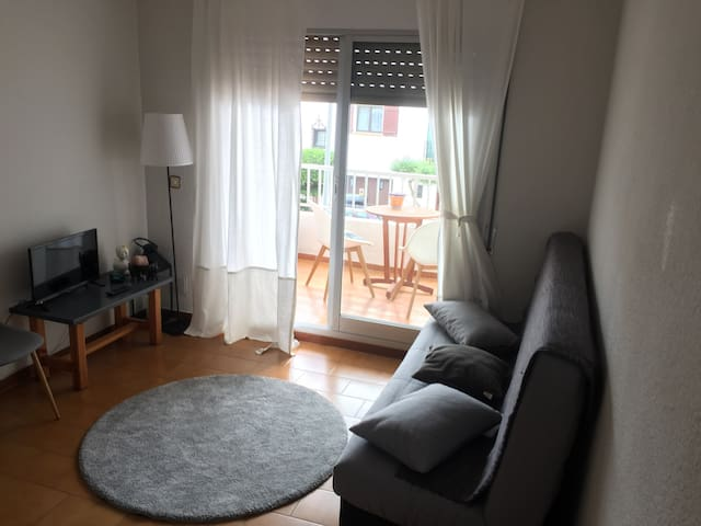 Private cosy room in shared apartment near beaches