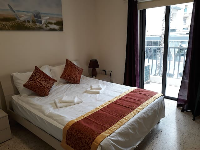1A is a Double room with balcony overlooking the street