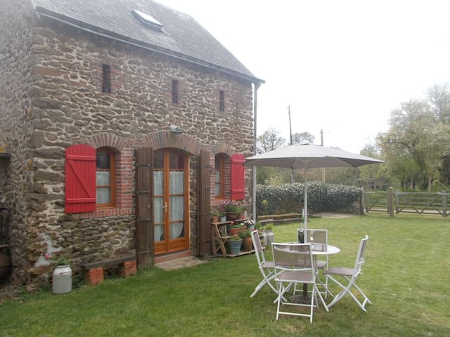 INTIMATE STONE-BUILT STABLE - IDEAL FOR COUPLES - Bais - House