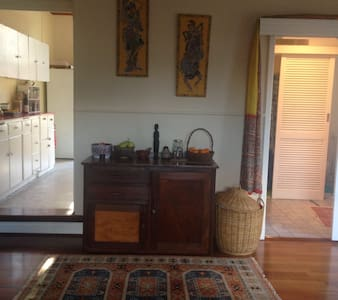 Large lovely rooms in Character Guildford Home - South Guildford - House