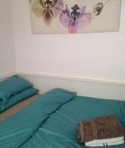 Room in shared house, central line - Woodford