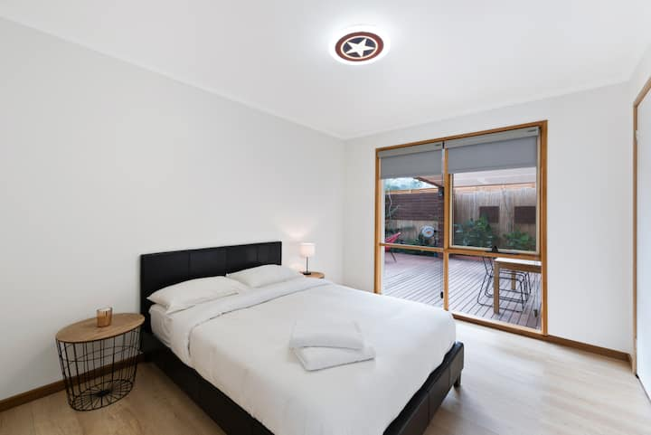 ⭐4Bedder Beautiful Comfy Family House with Theatre