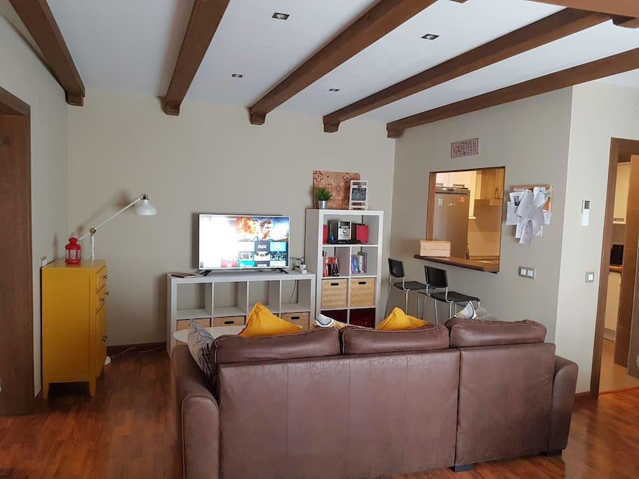 Spacious Living Room - Cuarto de estar espacioso
