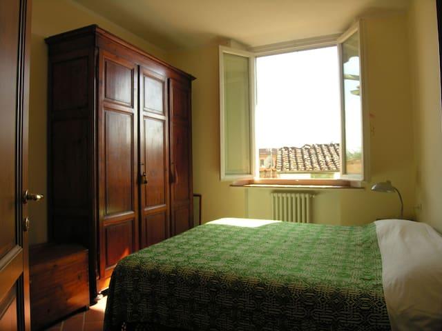 Private room in center town - Pistoia