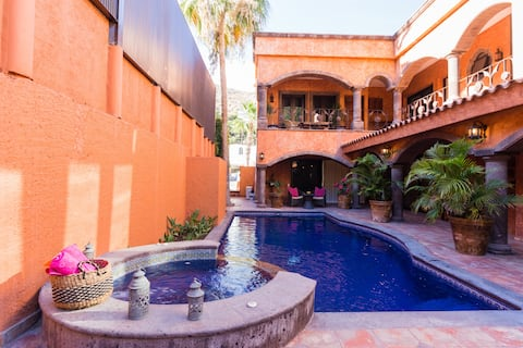 Casa Isabella 2 blocks to downtown, Pedregal, Cabo