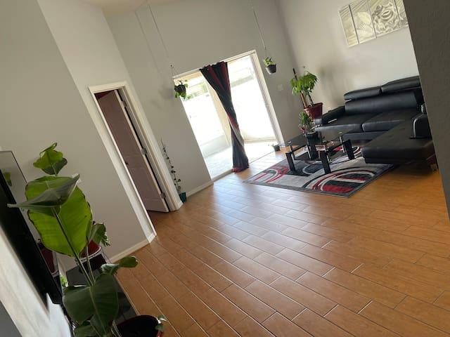 Living room (Daytime)