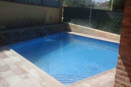 Preciosa casa con piscina de obra en Albinyana - La Papiola - Talo