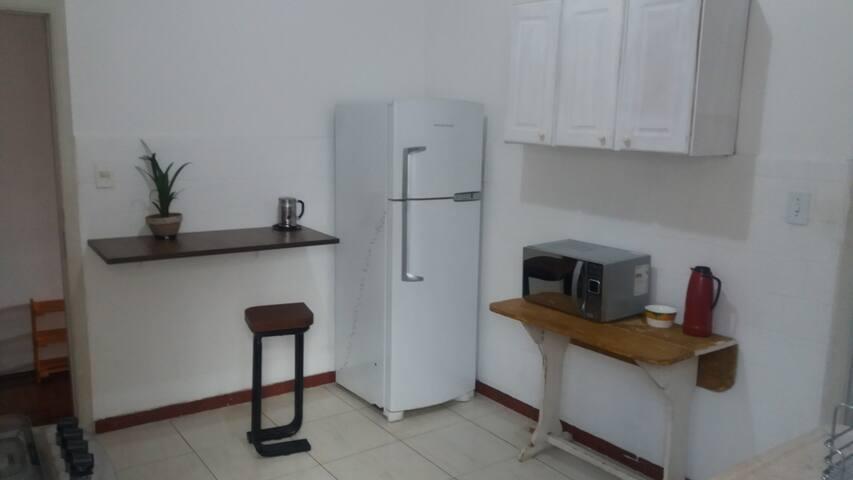 Quarto em Apartamento, próx ao metro Faria Lima