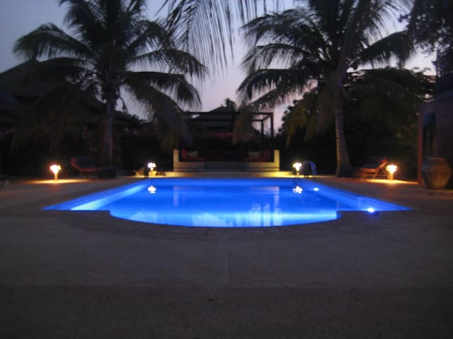 spacieuse villa en residence - Nianing - Hus
