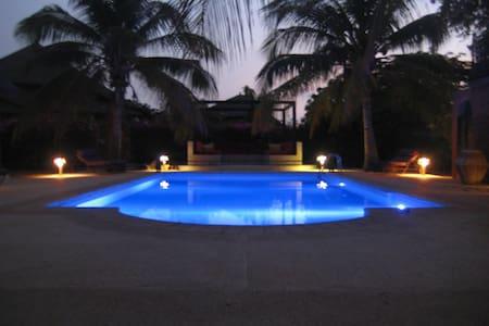 spacieuse villa en residence - Nianing - Casa