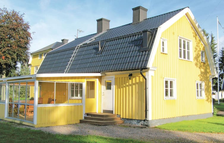 Holiday cottage with 4 bedrooms on 122m² in Tidaholm