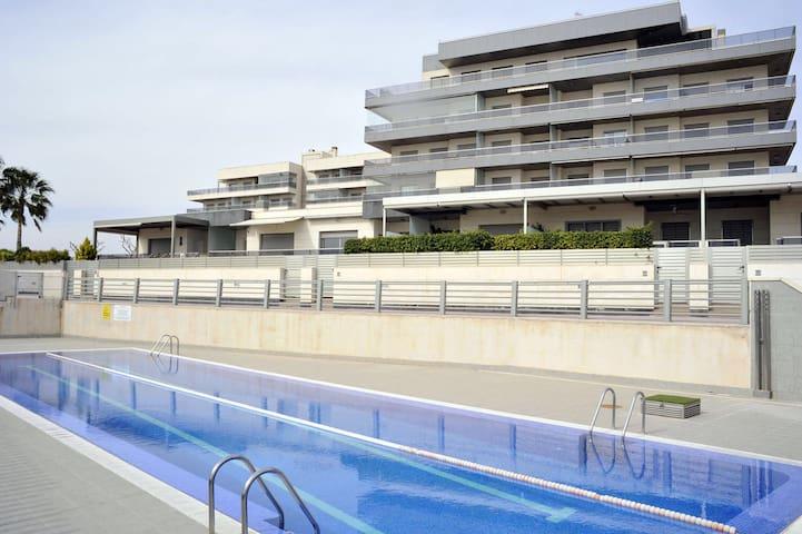 Apartamento en 1ª linea de playa - Los Arenales del Sol - อพาร์ทเมนท์