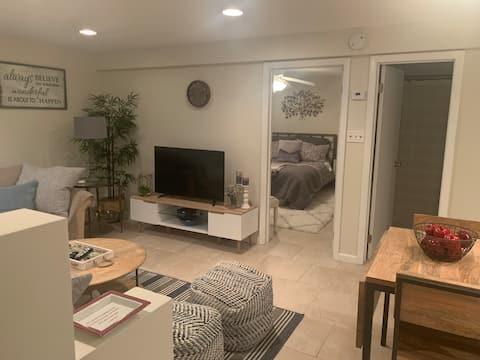 Cozy Private Entry 1 bedroom apt w/self check-in