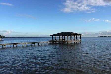 4BR Lakehouse w/ Pvt. Pool & Pier