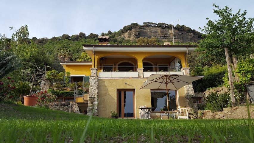 IL NIDO DEL FALCO B&B Camera Limone - Castel Gandolfo - Bed & Breakfast