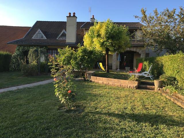 Grande maison à la campagne 12 personnes + bébé - Pouillenay - Villa